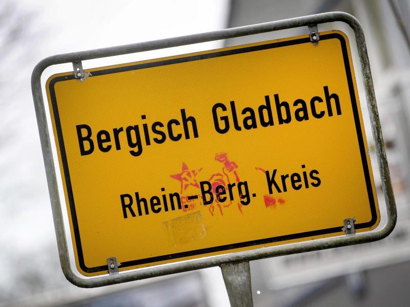 Im Missbrauchskomplex inBergischGladbach verfolgen die Behörden auch die Verbreitung der Aufnahmen im Internet. Foto: Federico Gambarini/dpa (© Federico Gambarini)