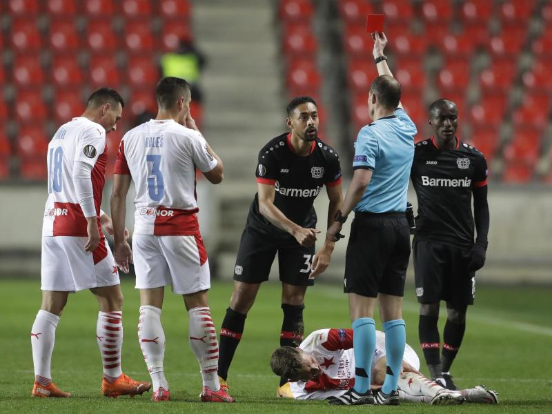 Bayer-Niederlage in Prag: Spätes 0:1 nach langer Unterzahl