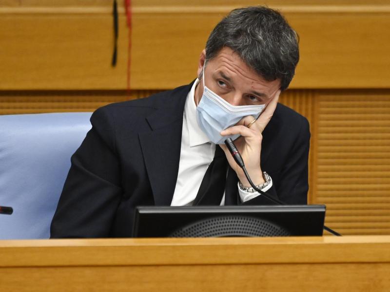 Matteo Renzi, Chef der in Italien mitregierenden Partei Italia Viva, hält eine Pressekonferenz in der Abgeordnetenkammer in Rom ab. Foto: Alberto Pizzoli/POOL AFP/dpa (© Alberto Pizzoli)