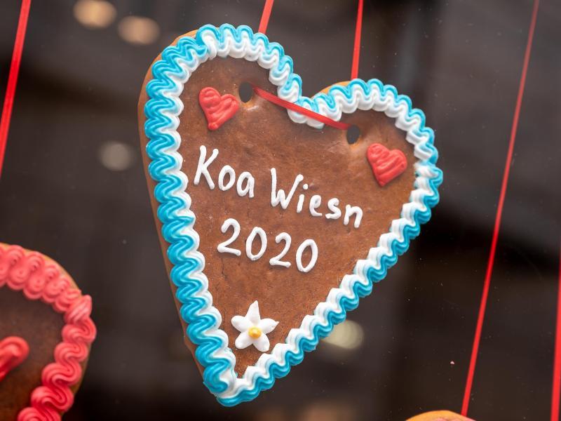 Die Herzerl-Hersteller müssen ihre Pandemie-Edition neu auflegen - auch 2021 wird es keine Wiesn in München geben. Foto: Peter Kneffel/dpa/Archivbild (© Peter Kneffel)