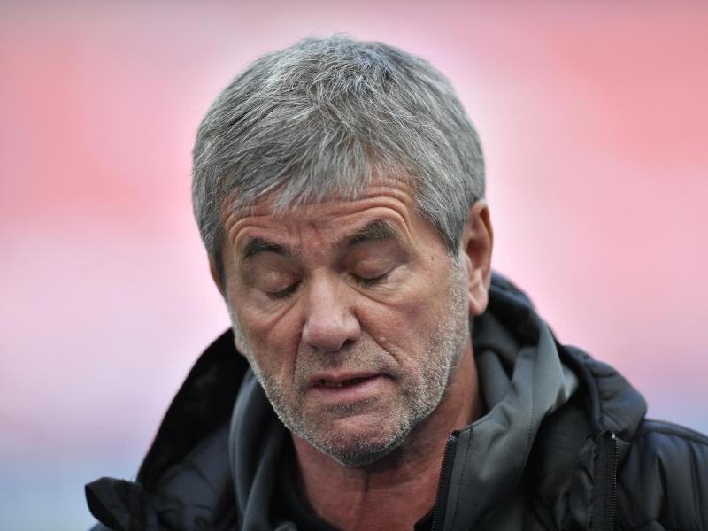 Friedhelm Funkel sieht die hohen Ablösesummen für Trainer kritisch. Foto: Martin Meissner/AP-Pool/dpa (© Martin Meissner)