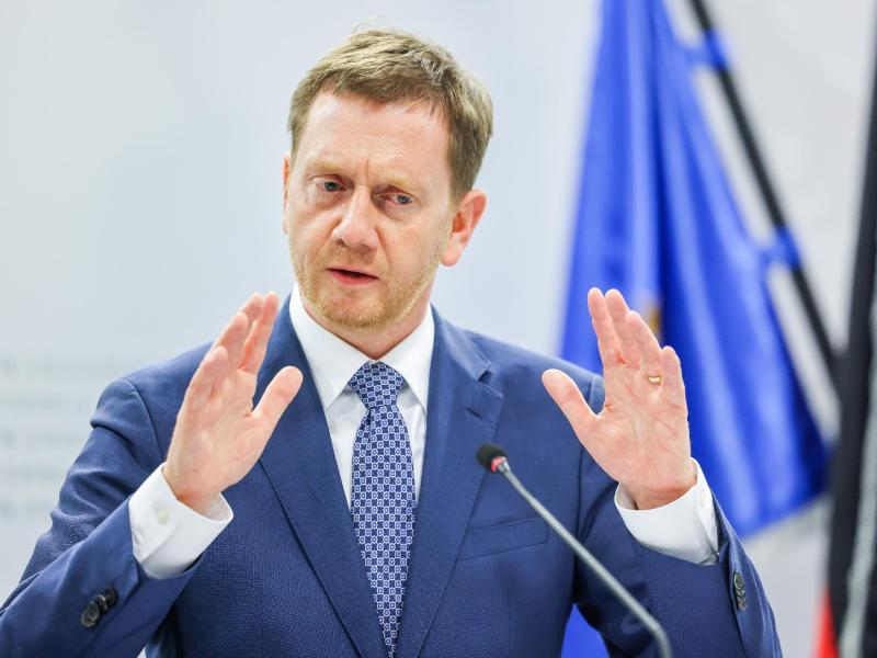 Michael Kretschmer (CDU), Ministerpräsident von Sachsen, bei in einer Pressekonferenz. Foto: Jan Woitas/dpa-Zentralbild/dpa (© Jan Woitas)