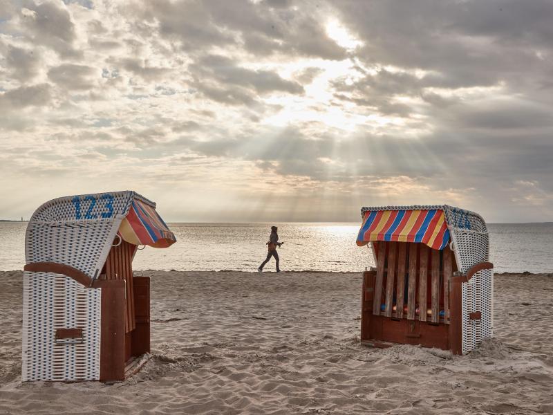 Unter bestimmen Auflagen ist Urlaub in ganz Schleswig-Holstein wieder möglich. Foto: Georg Wendt/dpa (© Georg Wendt)