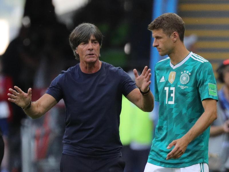 Thomas Müller (r) könnte bei der EM sein Comeback im Team von Bundestrainer Joachim Löw geben. Foto: Christian Charisius/dpa (© Christian Charisius)