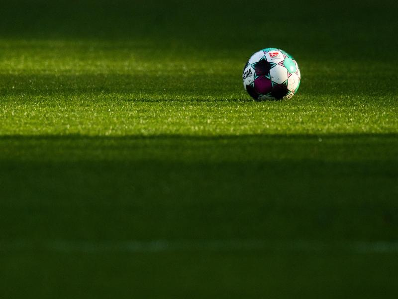 Die 2. Liga beginnt am Freitag. Foto: Julian Stratenschulte/dpa (© Julian Stratenschulte)