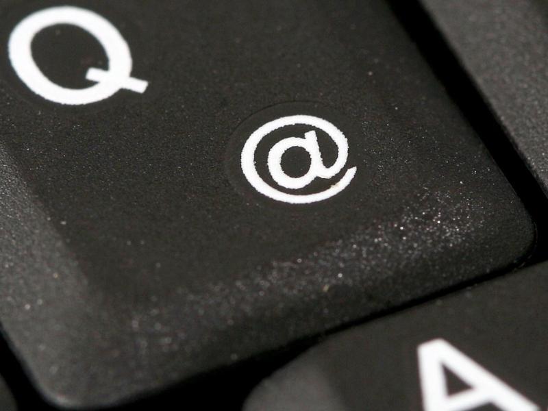 Das @-Zeichen auf einer Tastatur. Foto: Felix Heyder/dpa (© Felix Heyder)