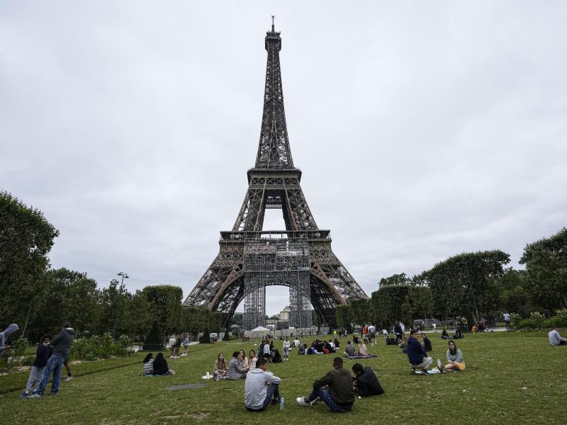 Die Zahl der Corona-Neuinfektionen ist in Frankreich zuletzt wieder gestiegen. Die Delta-Variante macht eine deutliche Mehrheit der Fälle aus. Foto: Michel Euler/AP/dpa (© Michel Euler)