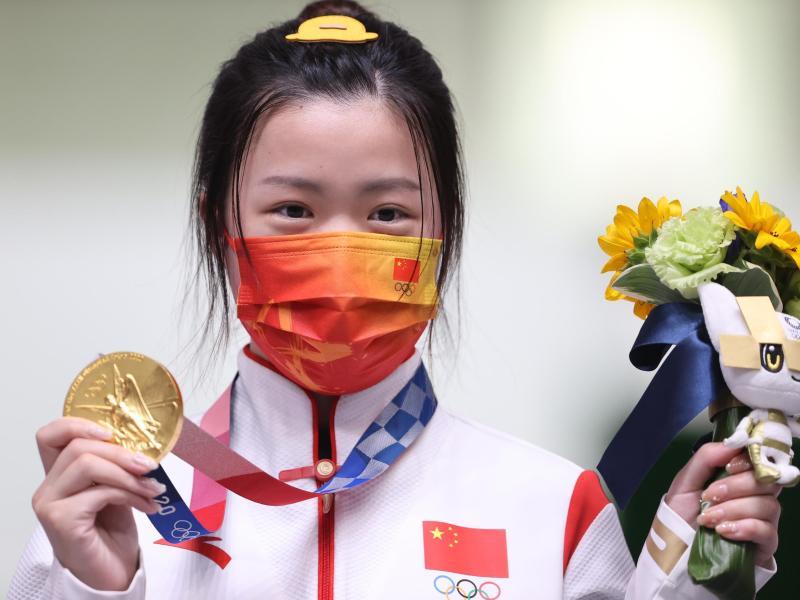 Die chinesische Schützin Qian Yang ist die erste Siegerin bei den Olympischen Spielen in Tokio. Foto: Oliver Weiken/dpa (© Oliver Weiken)
