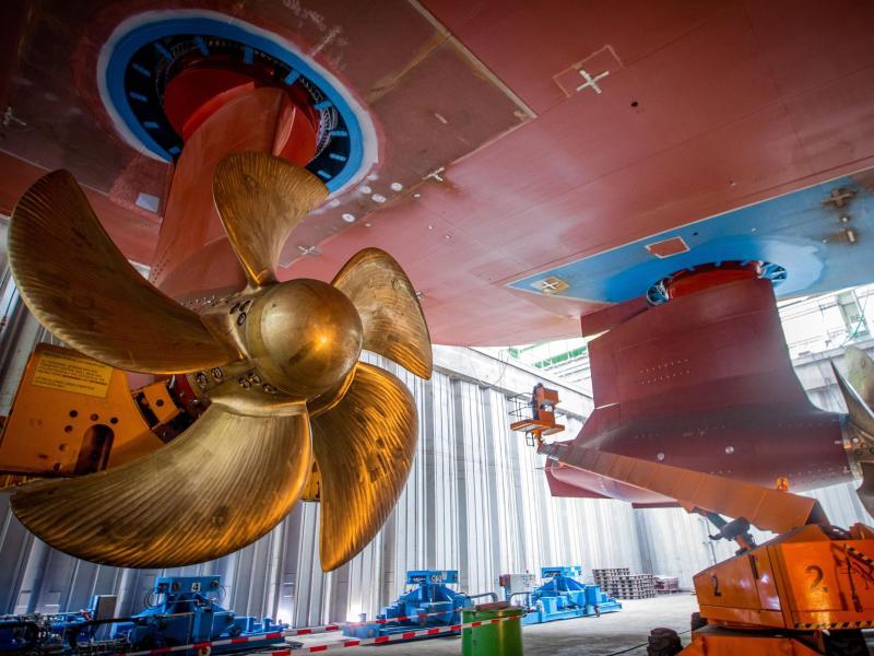 Immer wieder sind die Werften von Krisen betroffen. Auch die Corona-Pandemie hat für erhebliche Unruhe in der Branche gesorgt. Die IGMetall sieht in der Klimaneutralität einen Weg aus der Krise. Foto: Jens Büttner/dpa-Zentralbild/dpa (© Jens Büttner)