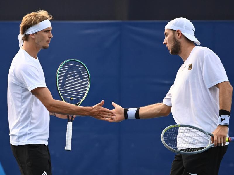 Alexander Zverev (l) und Jan-Lennard Struff starteten erfolgreich in die Sommerspiele in Tokio. Foto: Marijan Murat/dpa (© Marijan Murat)
