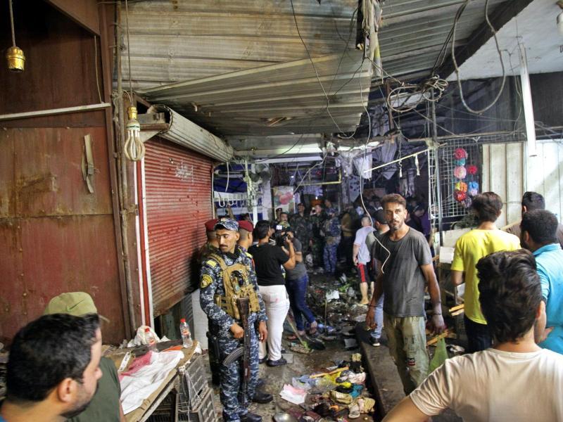 Der Ort des Selbstmordanschlags auf einem Markt in der Hauptstadt Bagdad. Foto: Khalid Mohammed/AP/dpa (© Khalid Mohammed)