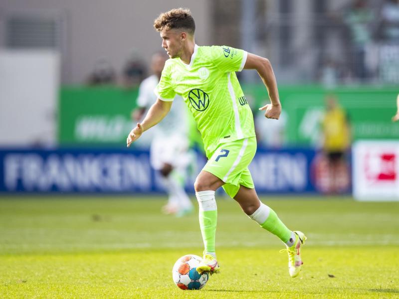 Der Wolfsburger Luca Waldschmidt sitzt zunächst auf der Bank. Foto: Tom Weller/dpa (© Tom Weller)