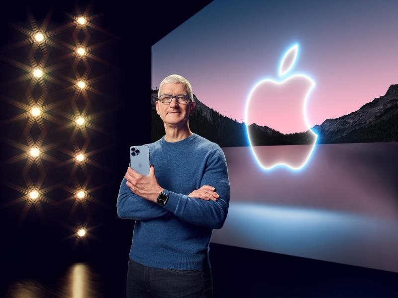 Apple-Chef Tim Cook präsentiert in einer aufgezeichneten Online-Übertragung das neue iPhone 13 Pro. Foto: -/Apple/dpa (© -)