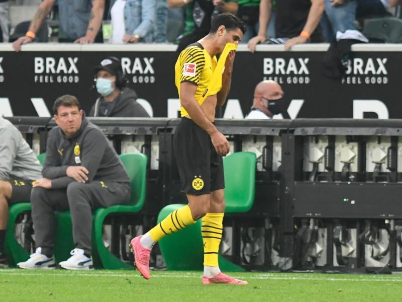 Dortmunds Mahmoud Dahoud geht nach der Gelb-Roten Karte vom Platz. Foto: Bernd Thissen/dpa (© Bernd Thissen)
