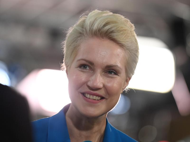 SPD-Ministerpräsidentin Manuela Schwesig bleibt in Mecklenburg-Vorpommern im Amt. Foto: Britta Pedersen/dpa (© Britta Pedersen)