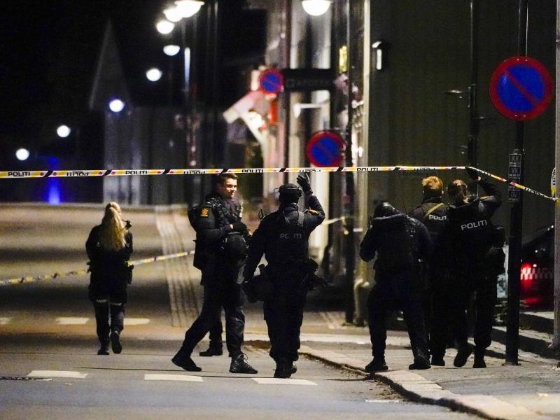 Ermittlungen im Zentrum von Kongsberg. Foto: Håkon Mosvold Larsen/NTB/dpa (© Håkon Mosvold Larsen)