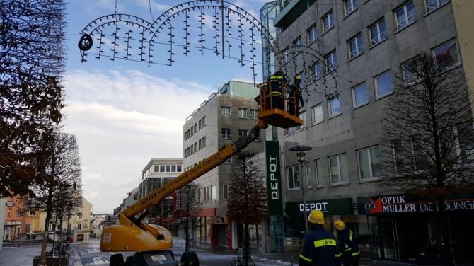 Depot Weihnachtsbeleuchtung.Montage Der Kemptener Weihnachtsbeleuchtung Das Thw Kempten