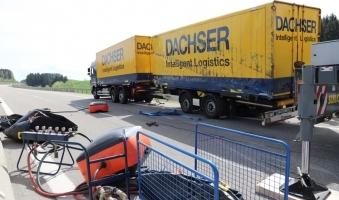 Foto: Lastwagen Unfall führt zur Verkehrsbehinderungen - 50.000 Euro Schaden - Keine Verletzten