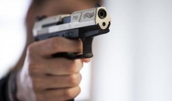 Foto: Autofahrer auf A96 bei Leutkirch mit Waffe bedroht - Schweizer Grenzpolizei stoppt möglichen Täter