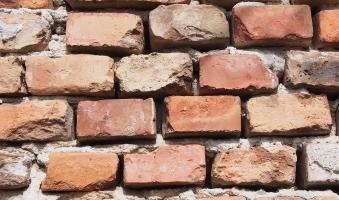 Foto: Tödlicher Arbeitsunfall in Weiler-Simmerberg - Mann (41) wird von einstürzender Ziegelmauer begraben