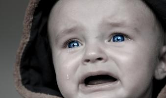 Foto: Eltern vergessen 2-Jähriges Kind bei 50 Grad im Auto - 2-Jähriges im Krankenhaus: Warnung der Polizei