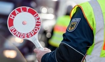 Foto: Bundespolizei nimmt Schleuser in Füssen fest - Vier Türken flüchten nach Stopp an der deutschen Grenze