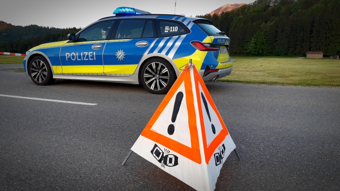 Zusammenstoß zwischen einem Auto und Traktor führt zu totalschaden (© AllgäuHIT   Christoph Fiebig)