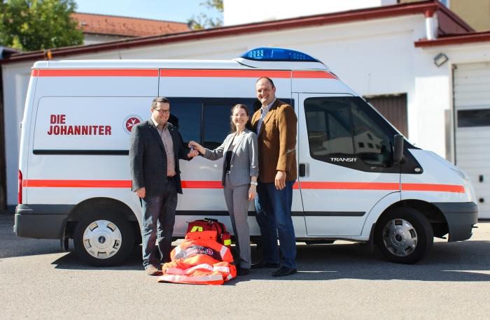 Johanniter Freuen Sich über Krankentransportwagen Spende Für Neue